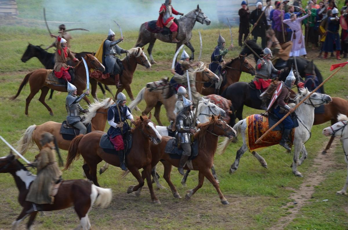 Неменее 300 военно-исторических клубов приняли участие вреконструкции Стояния наУгре