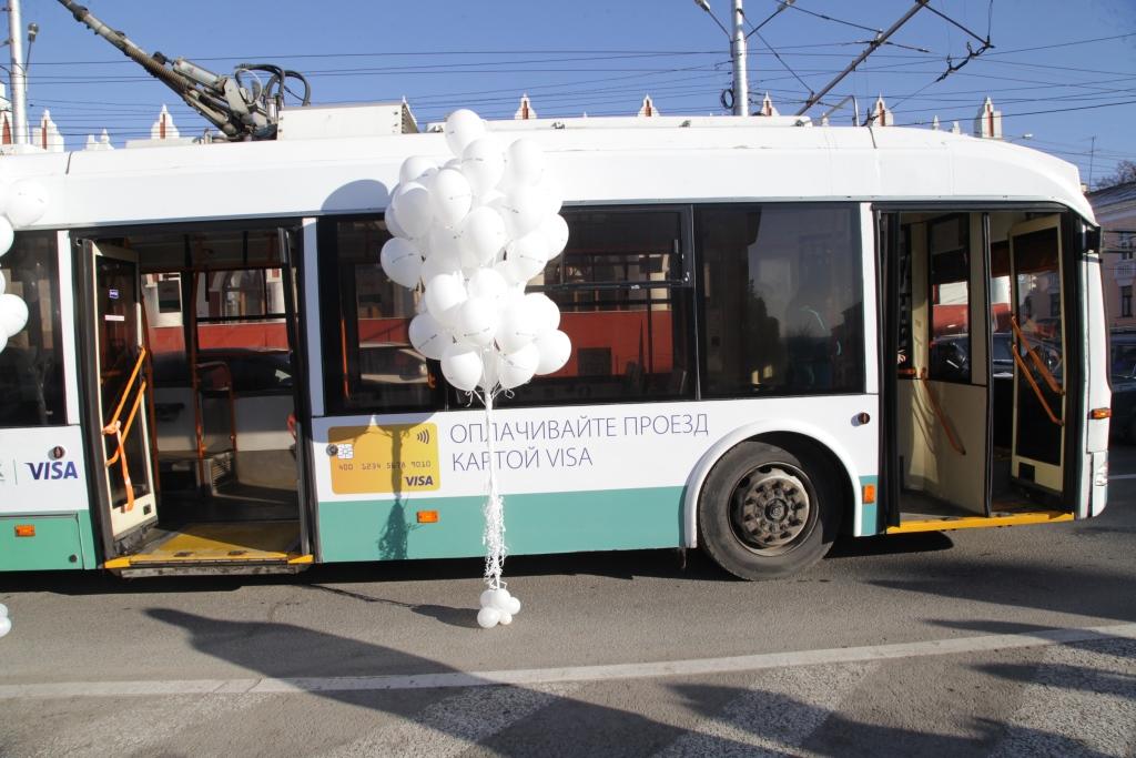 Вкалужских троллейбусах сейчас можно оплачивать проезд картой