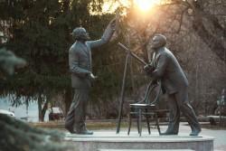Монумент «Встреча Королева и Циолковского»