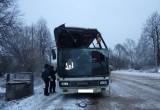 Автобус с пассажирами вылетел с дороги в кювет и перевернулся