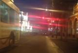 Утром полураздетую девушку выбросили на проезжей части под троллейбус. Видео.
