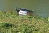 Рыбаки спасли семью из упавшей в воду машины