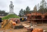 Возле памятника Великому стоянию на реке Угре развернулась новая стройка