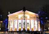 В Калуге устанавливают главную новогоднюю елку