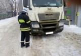 Два пешехода попали под колеса фуры и грузовика