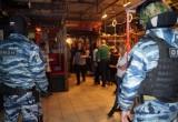 ОМОН нагрянул с проверкой в ночные клубы и бары Калуги. Фото