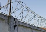 Мужчина пытался перебросить наркотики через тюремный забор