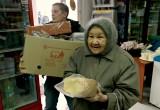 В Калуге пенсионерам бесплатно раздают хлеб