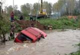 Из калужских рек достали две машины