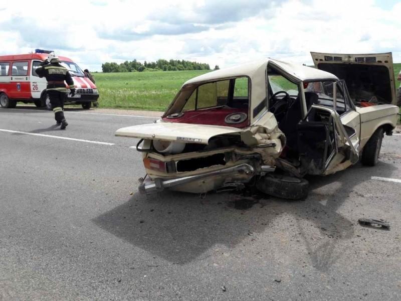 Фото ДТП в Калужской области: ВАЗ после столкновения с иномаркой превратился в груду металлолома