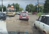 В Калуге несколько улиц оказались под водой. Фото и видео