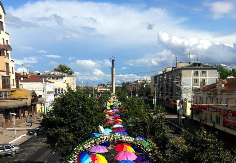 Праздничное оформление города: о чем думали власти?