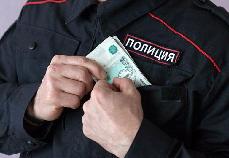 Участковый подозревается в получении взятки