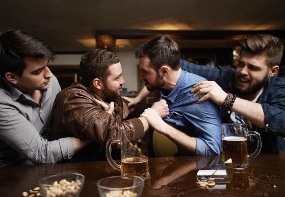Молодой мужчина скончался после драки в баре