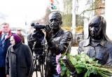 В Калуге установили памятник журналисту и оператору