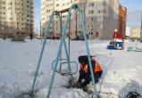 В Калуге демонтируют опасные детские площадки