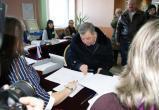 Артамонов пришел на выборы с новогодним настроением