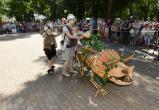 Калужские родители прокатили малышей на необычных колясках (фото)