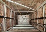 В Калуге молодого мужчину насмерть раздавило сорвавшимся лифтом