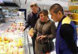 """Депутаты нашли """"просрочку"""" и """"зеленый"""" картофель в калужском магазине"""