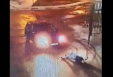 Ночной гонщик протаранил ворота рынка и лег на дорогу (видео)