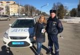 Госавтоинспекторы поздравили калужских автомобилисток