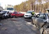 Грузовик и 4 легковушки столкнулись в жесткой аварии