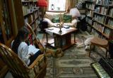 В Обнинске собака-терапевт учит детей читать