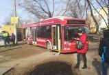 Троллейбус вылетел на тротуар