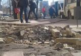 На улице Жукова калужане ждут транспорт на опасной остановке