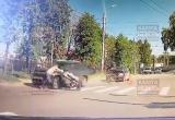Машина сбила женщину с маленьким ребенком в коляске (видео)