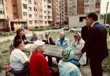 """Градоначальник распорядился переместить """"северных"""" бабушек в тенёк"""