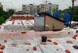 Жители многоэтажки остались без крыши под дождём