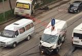 В центре Калуги столкнулись ПАЗ и машина ритуальной службы