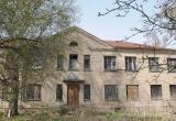В Калужской области за 1,5 млн рублей можно купить дом в 910 кв.м. с гектаром земли