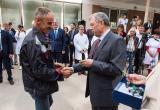 Губернатор вручил ключи от новых автомобилей представителям медучреждений