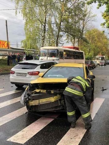 """Шкода"" и ""Опель"" стоклнулись на Грабцевском шоссе"