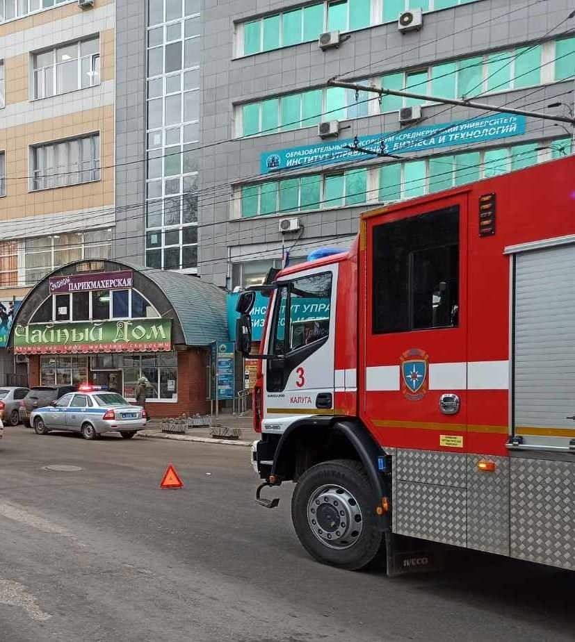 Авария на сквере Мира, фото ГУ МЧС России по Калужской области