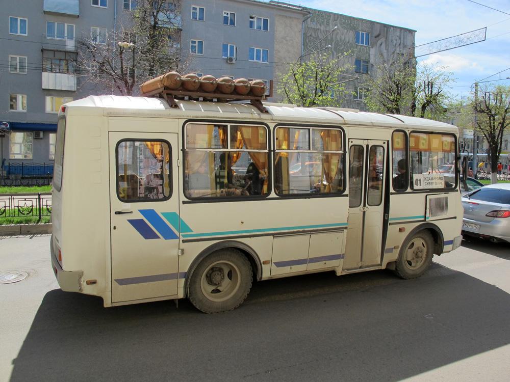Изначально по третьему маршруту курсировали исключительно троллейбусы.  Причем делали это на законных основаниях...